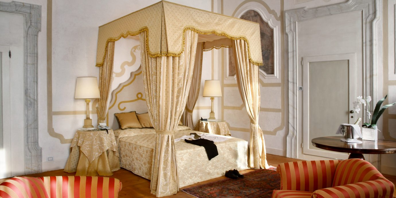Bedroom Elegant Historic property living room home curtain cottage Suite mansion