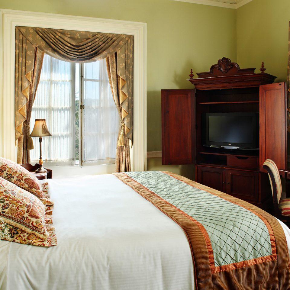 Bedroom Elegant Historic property Suite home cottage pillow bed sheet