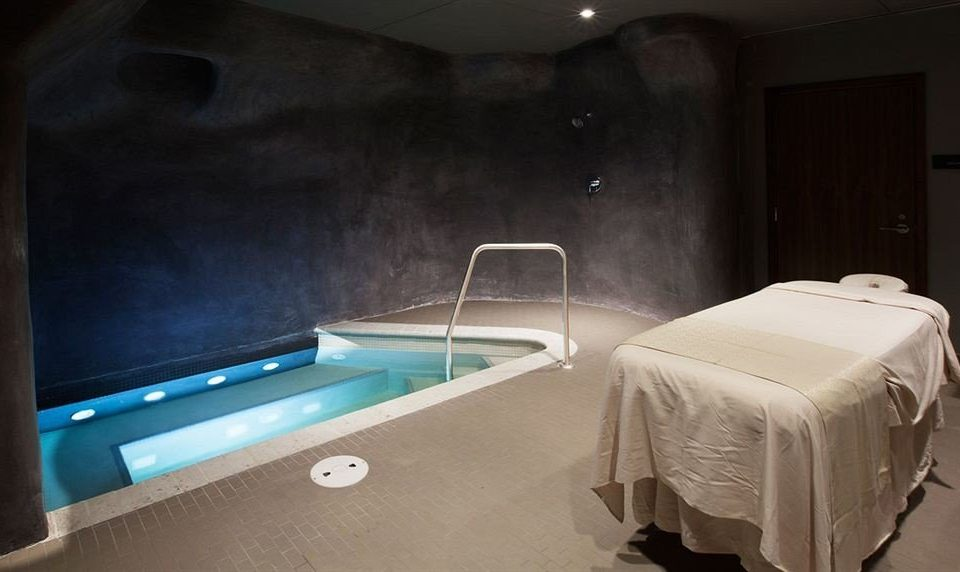 Elegant Hot tub Hot tub/Jacuzzi Lounge swimming pool jacuzzi Bedroom