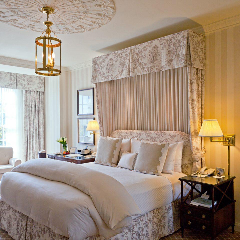 Bedroom Elegant Hotels Luxury Suite sofa property scene living room home cottage bed sheet
