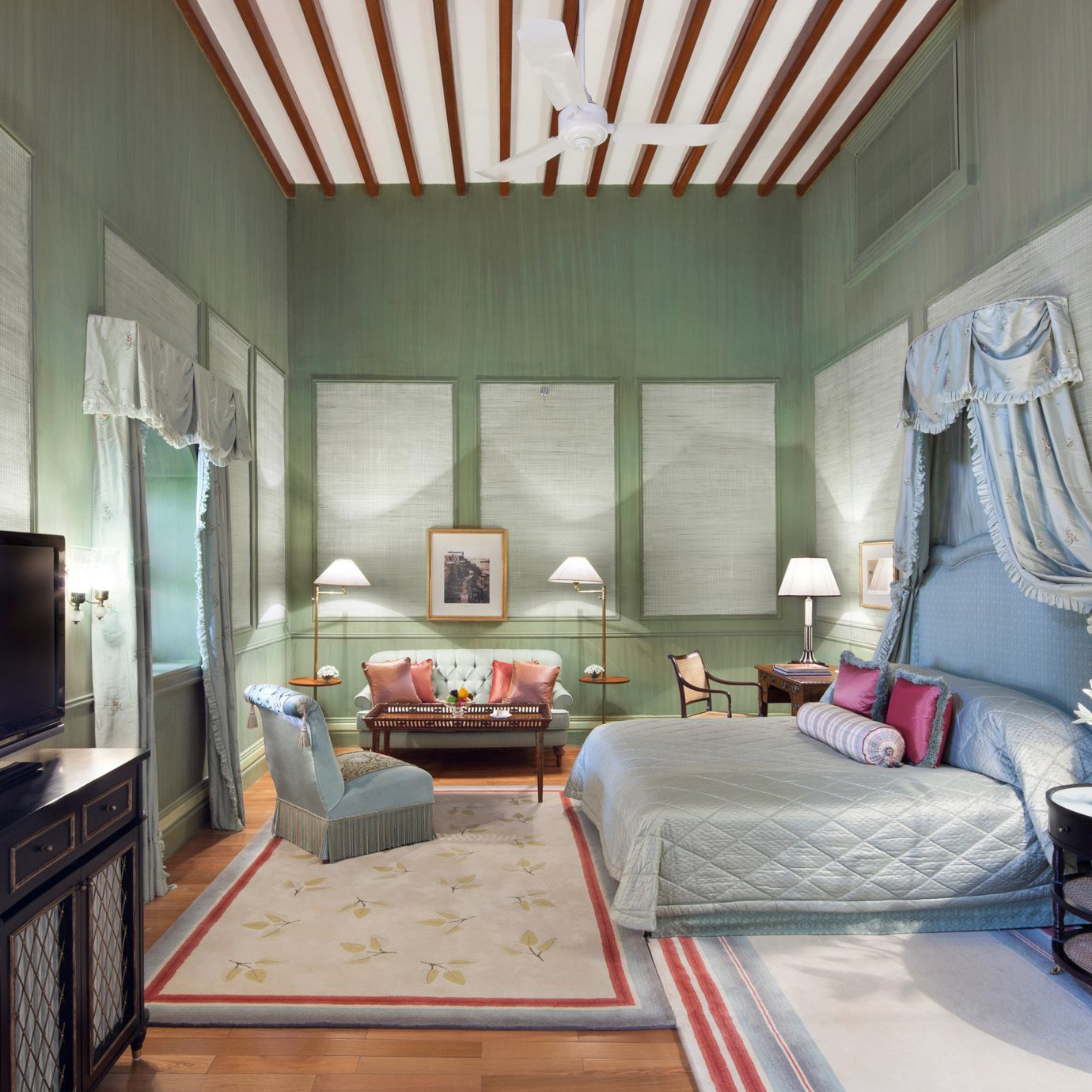 Bedroom Elegant Hotels Luxury living room property home house cottage condominium loft
