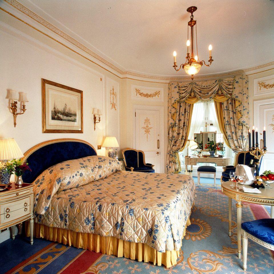 Bedroom Elegant Hotels Luxury Suite property mansion bed sheet