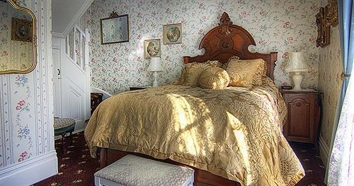 Bedroom Elegant Inn Luxury Rustic Suite property cottage home