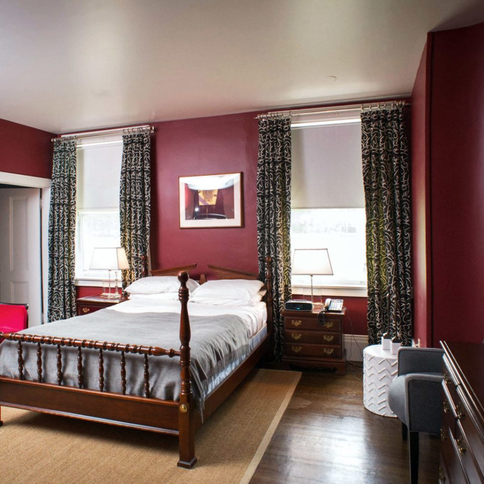 Bedroom Elegant Inn Romantic red property Suite living room