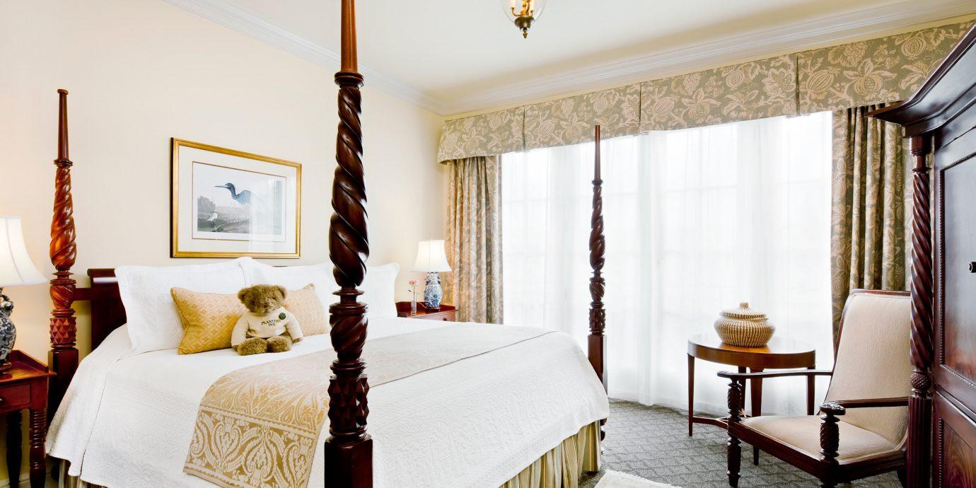 Bedroom Elegant Inn property Suite cottage home living room farmhouse
