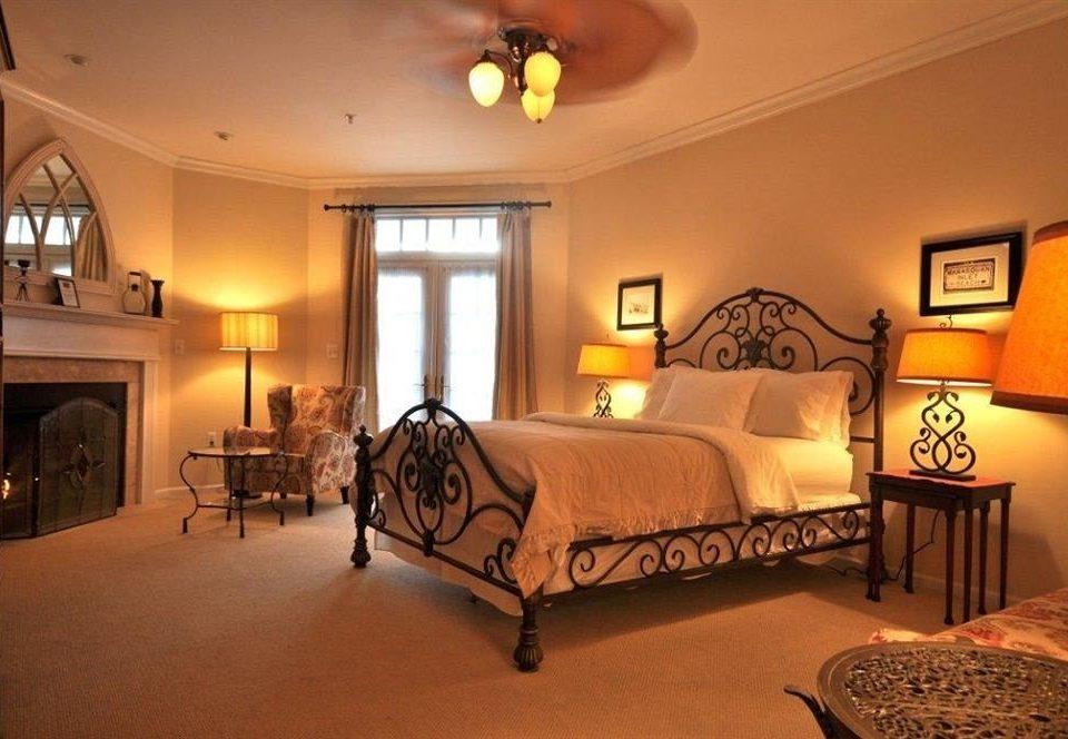Bedroom Elegant Inn property Suite hardwood cottage living room Villa lamp