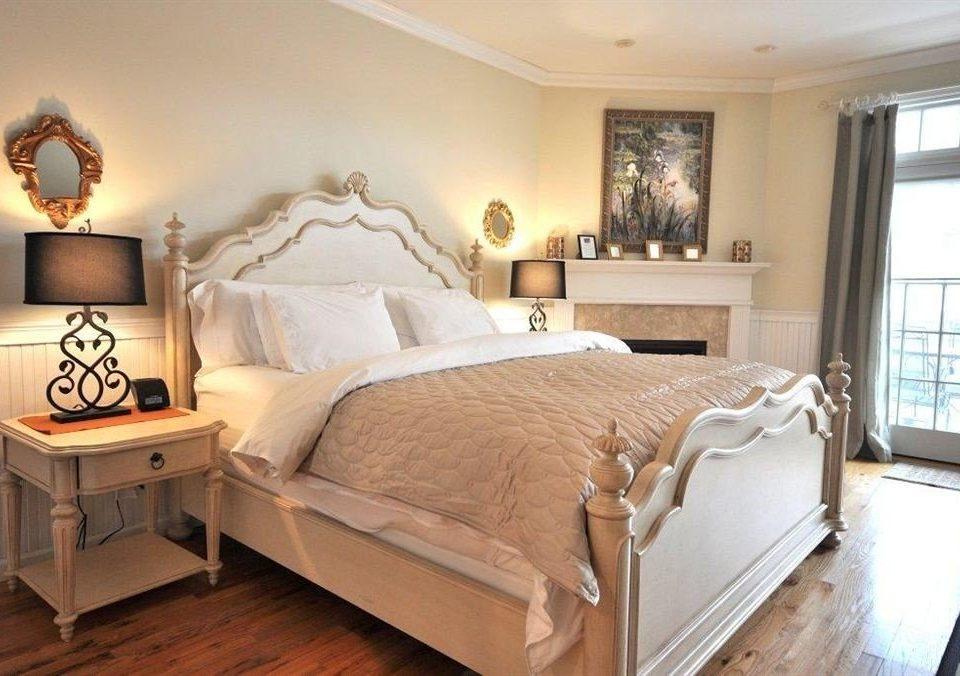 Bedroom Elegant Inn property bed frame hardwood cottage bed sheet Suite