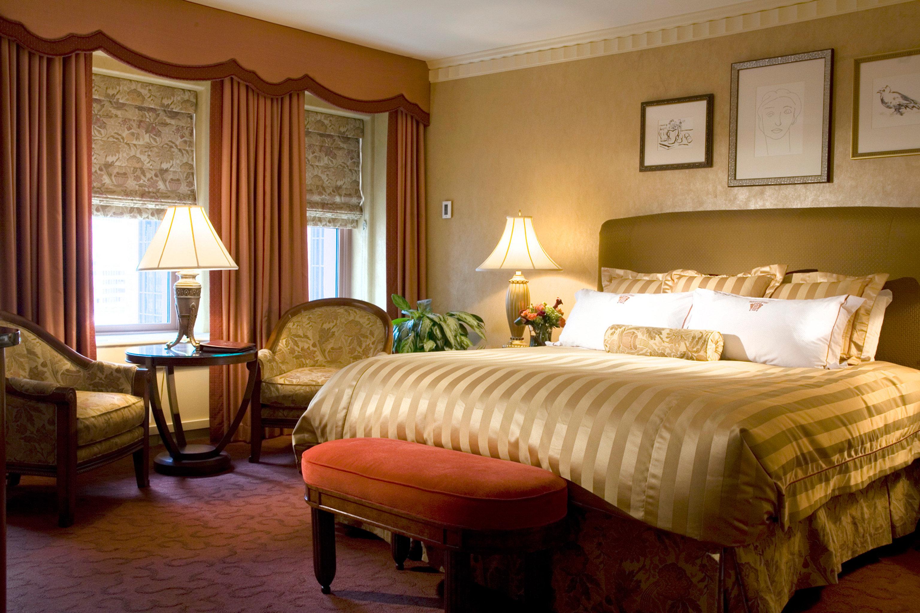 Bedroom Elegant Lounge Luxury Suite sofa property hardwood home living room cottage bed sheet lamp