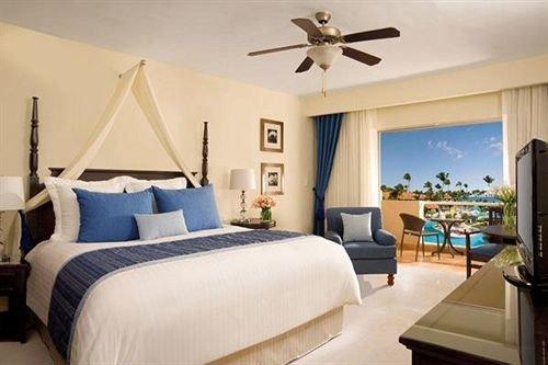 Bedroom Elegant Lounge Luxury Patio Scenic views Suite Tropical property living room home cottage Resort Villa condominium