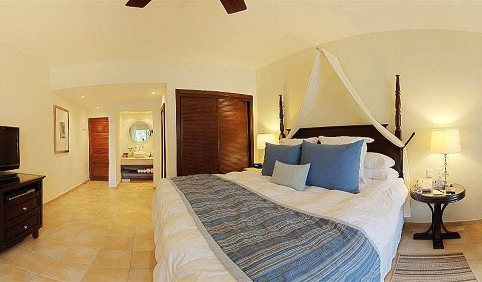 Bedroom Elegant Lounge Luxury Patio Scenic views Suite Tropical property cottage Villa
