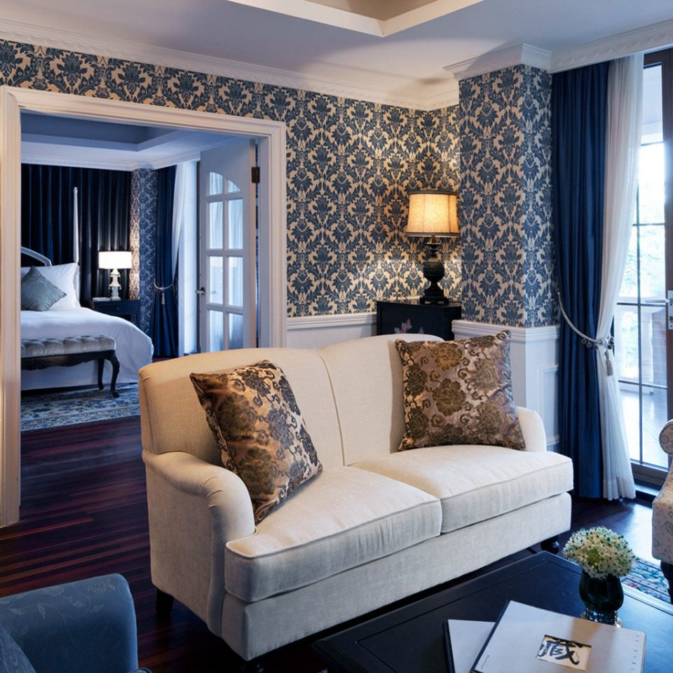 Elegant Lounge Luxury sofa living room property home pillow Suite cottage Bedroom Modern