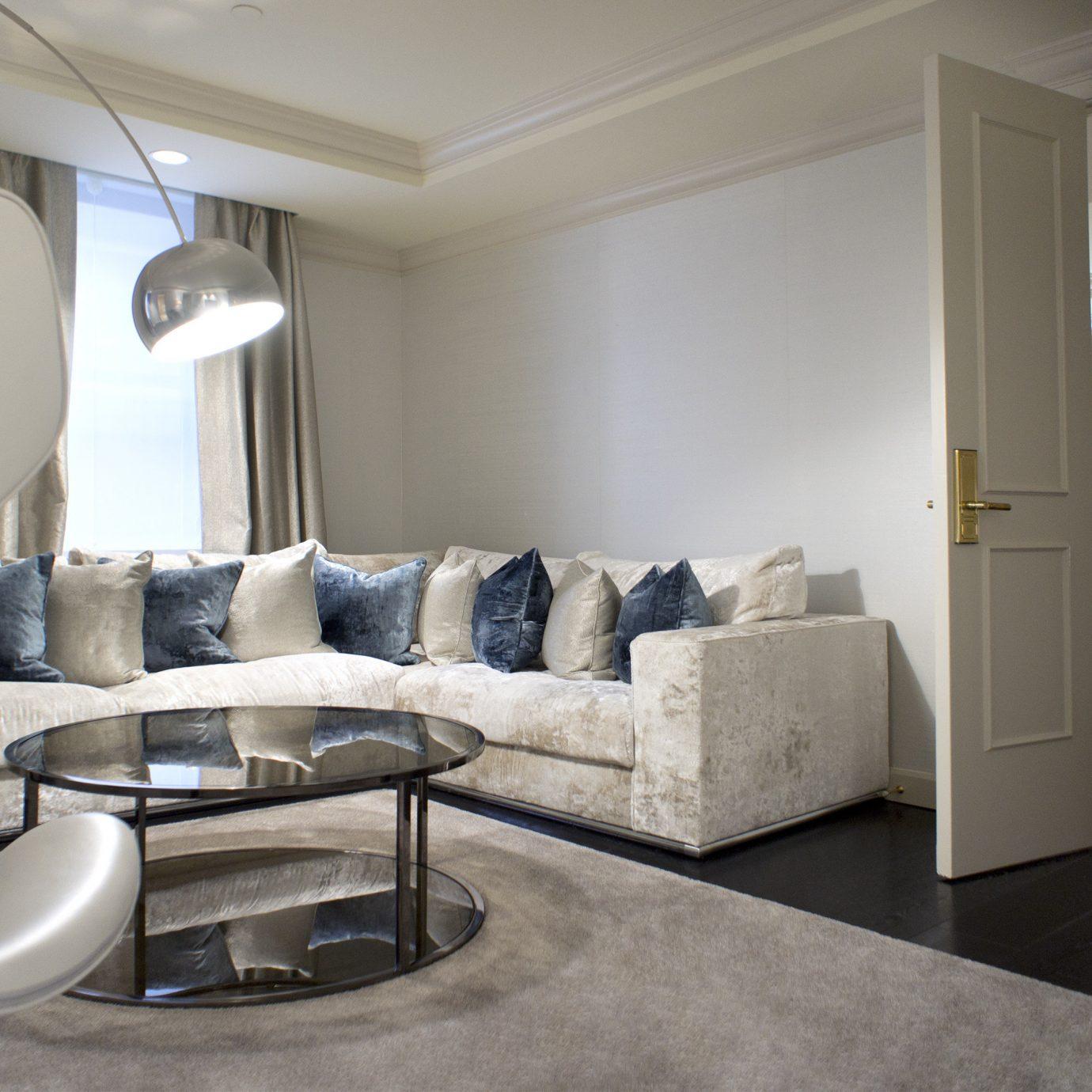 Bedroom Elegant Lounge Modern property living room home condominium vehicle yacht