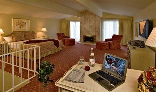 Bedroom Elegant Lounge Rustic Suite property cottage Resort living room