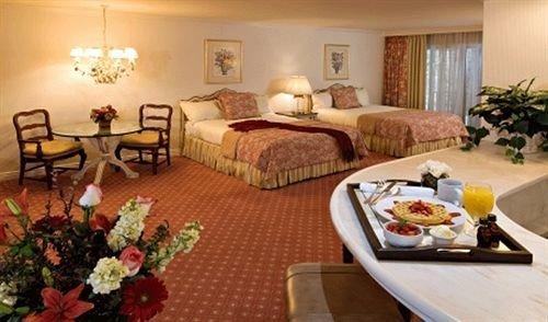 Bedroom Elegant Lounge Rustic Suite property Resort cottage living room Villa set
