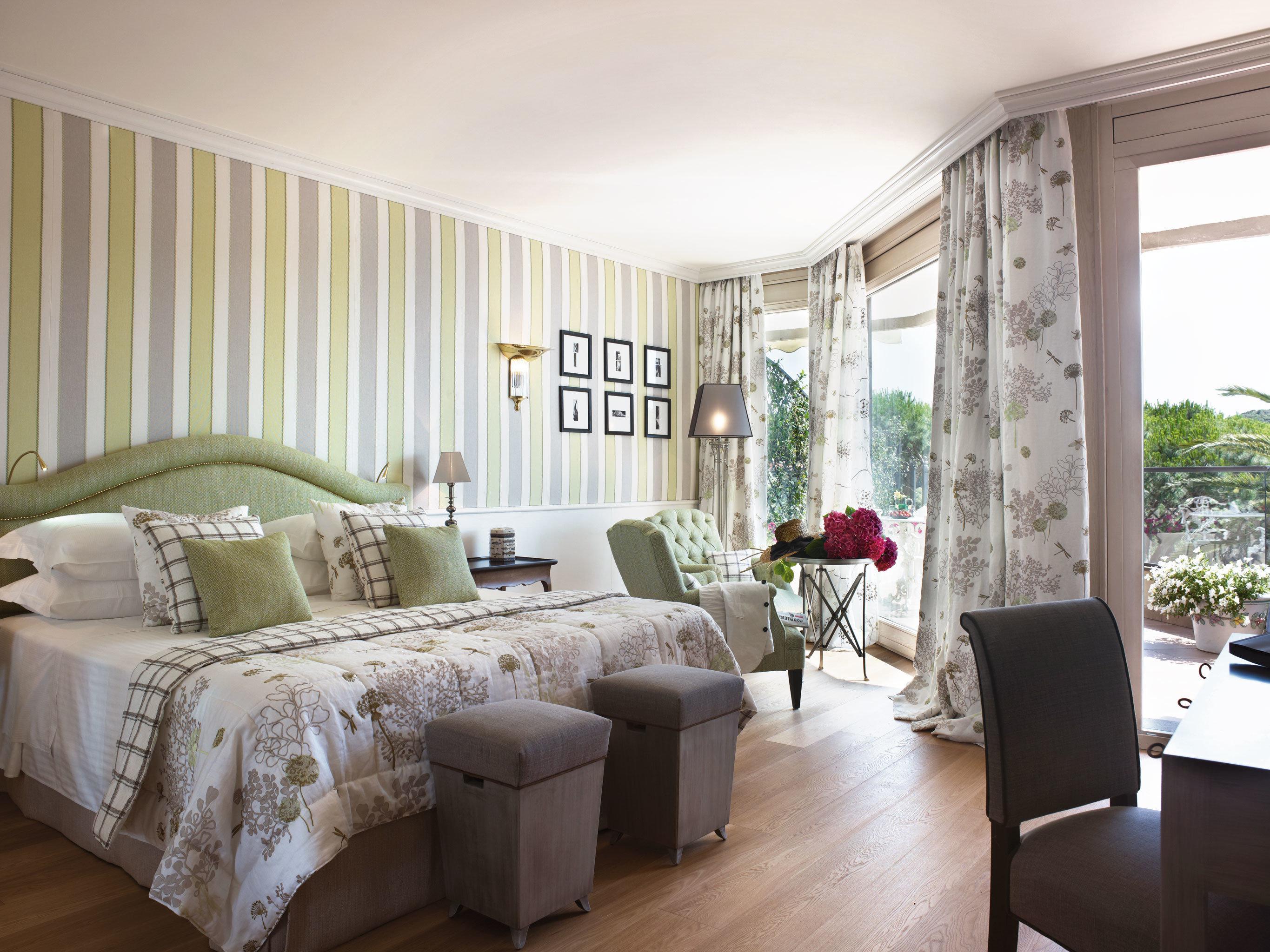 Bedroom Elegant Lounge Scenic views Waterfront sofa property living room home hardwood cottage Villa condominium farmhouse containing