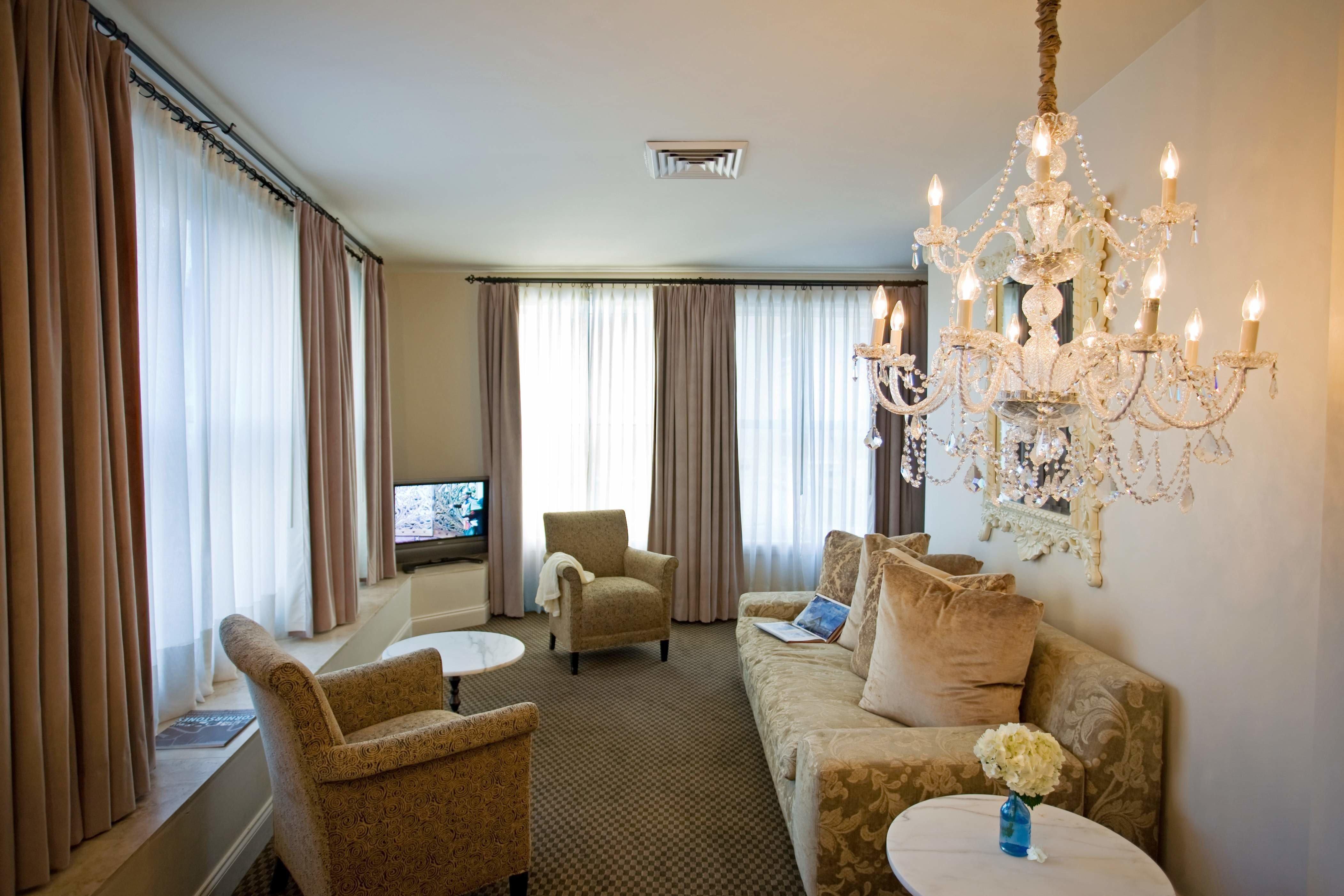 Elegant Lounge property living room home Suite Bedroom cottage condominium
