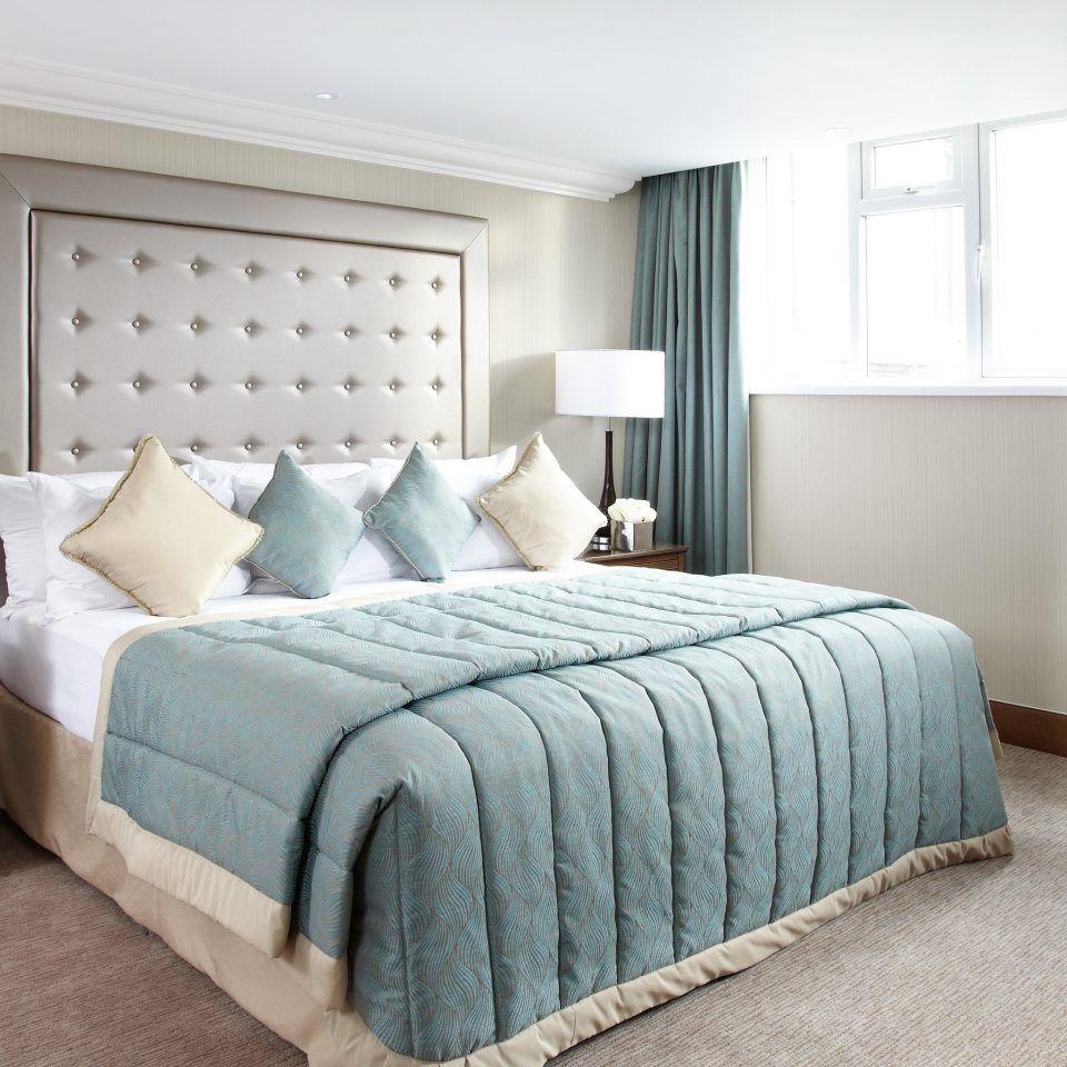 Bedroom Elegant Luxury Modern property green home living room bed frame Suite cottage bed sheet