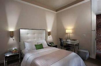 Bedroom Elegant Luxury Modern Suite property condominium cottage