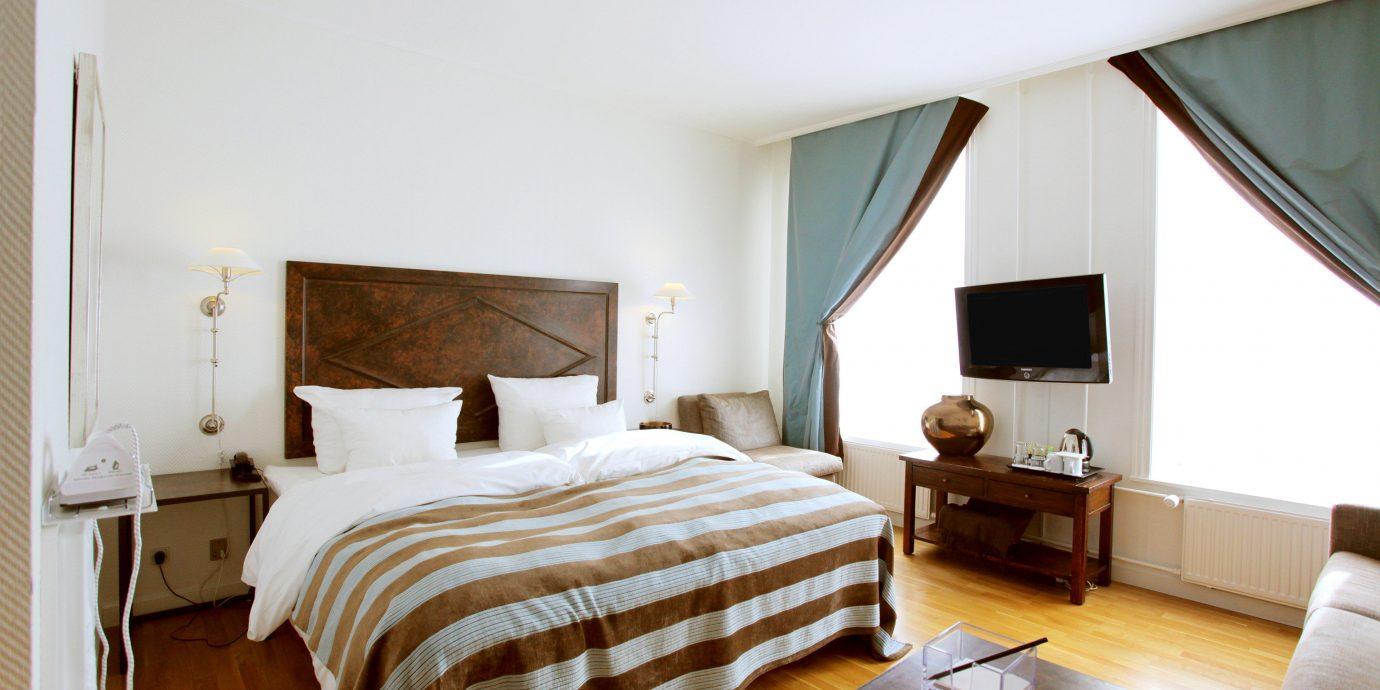 Bedroom Elegant Luxury Modern Suite property cottage Villa
