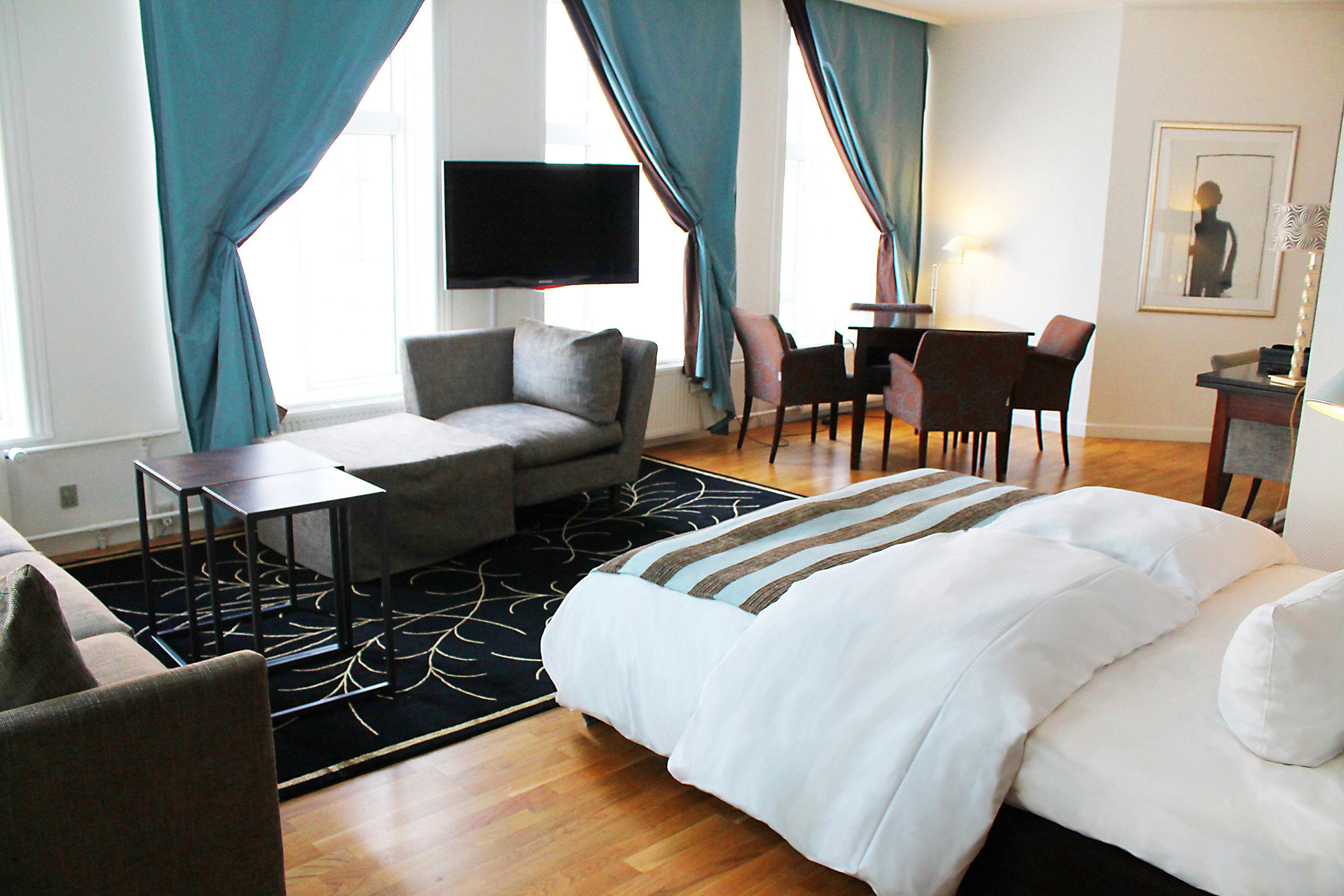 Bedroom Elegant Luxury Modern Suite property Resort cottage Villa