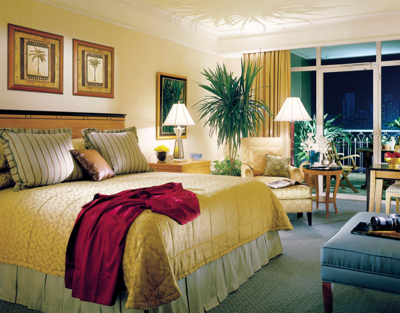 Bedroom Elegant Luxury Modern Scenic views Suite property home living room cottage bed sheet