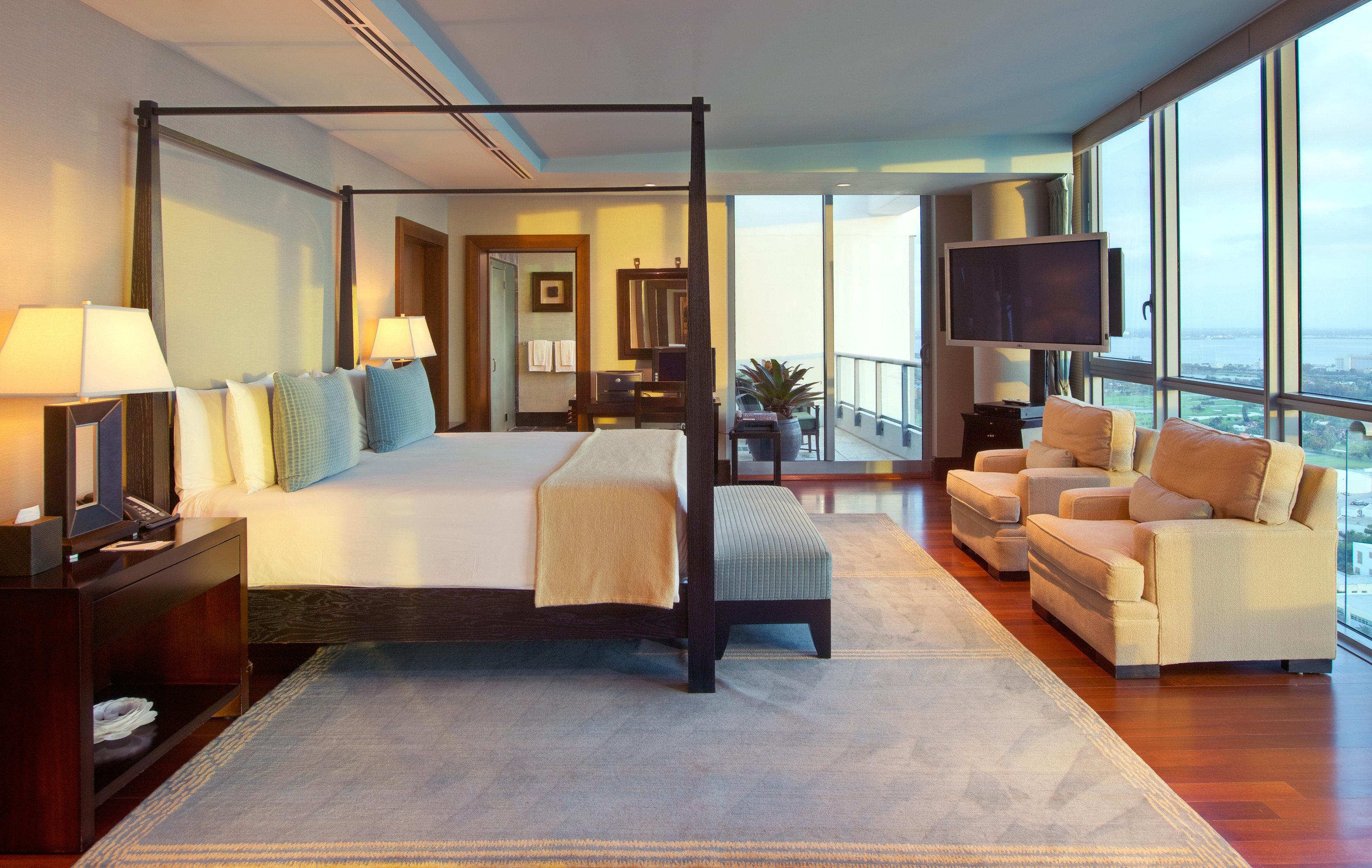 Bedroom Elegant Luxury Modern Scenic views Suite property living room condominium hardwood home Villa Resort yacht mansion flat
