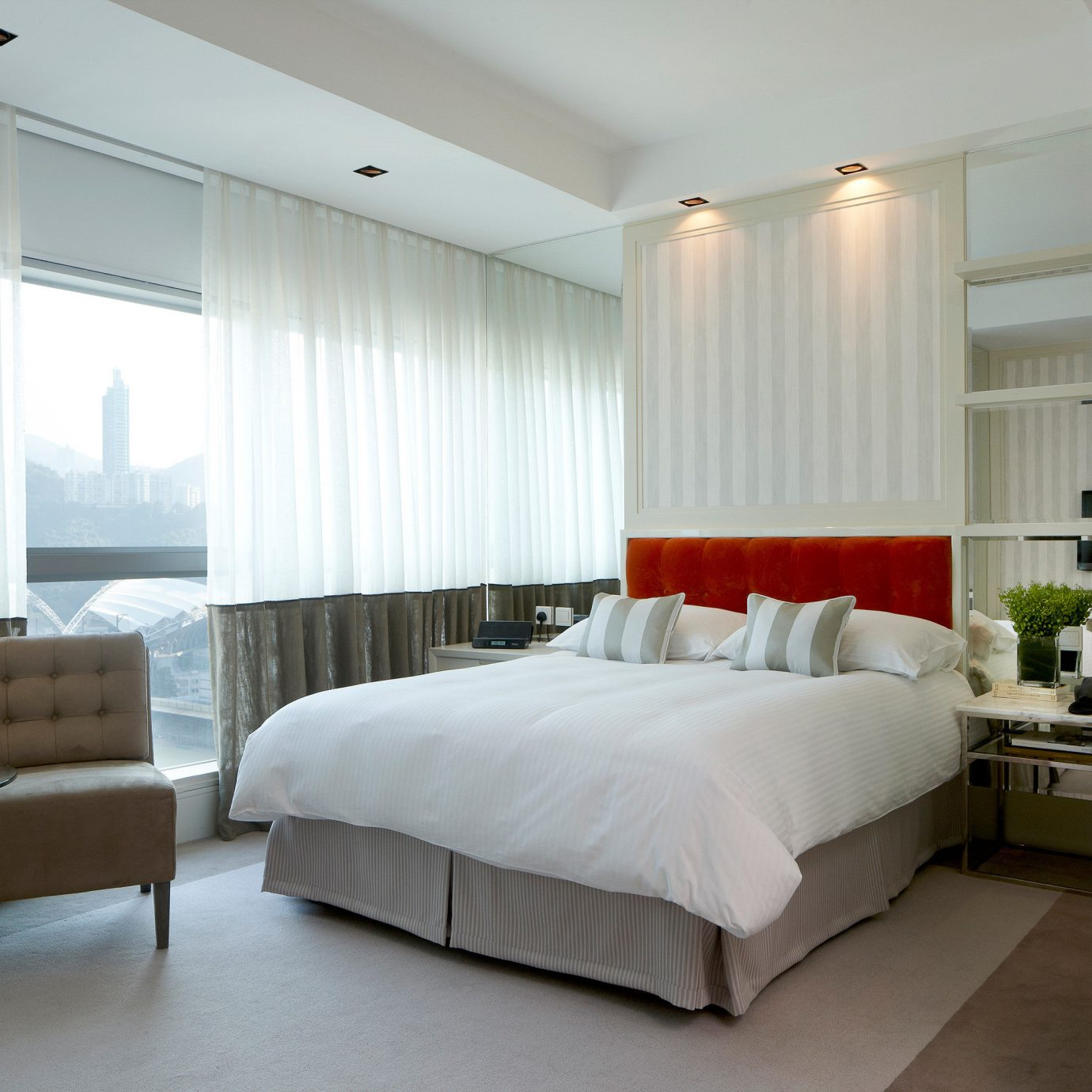Bedroom Elegant Luxury Modern Scenic views Suite property home condominium living room