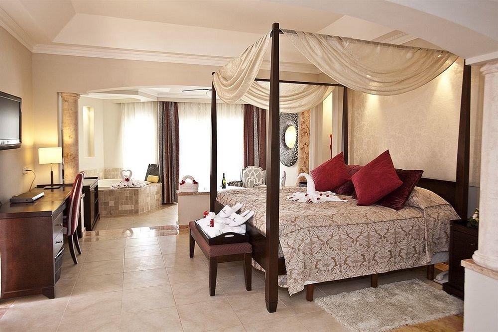 Bedroom Elegant Luxury Modern Suite property living room Villa home cottage mansion lamp flat