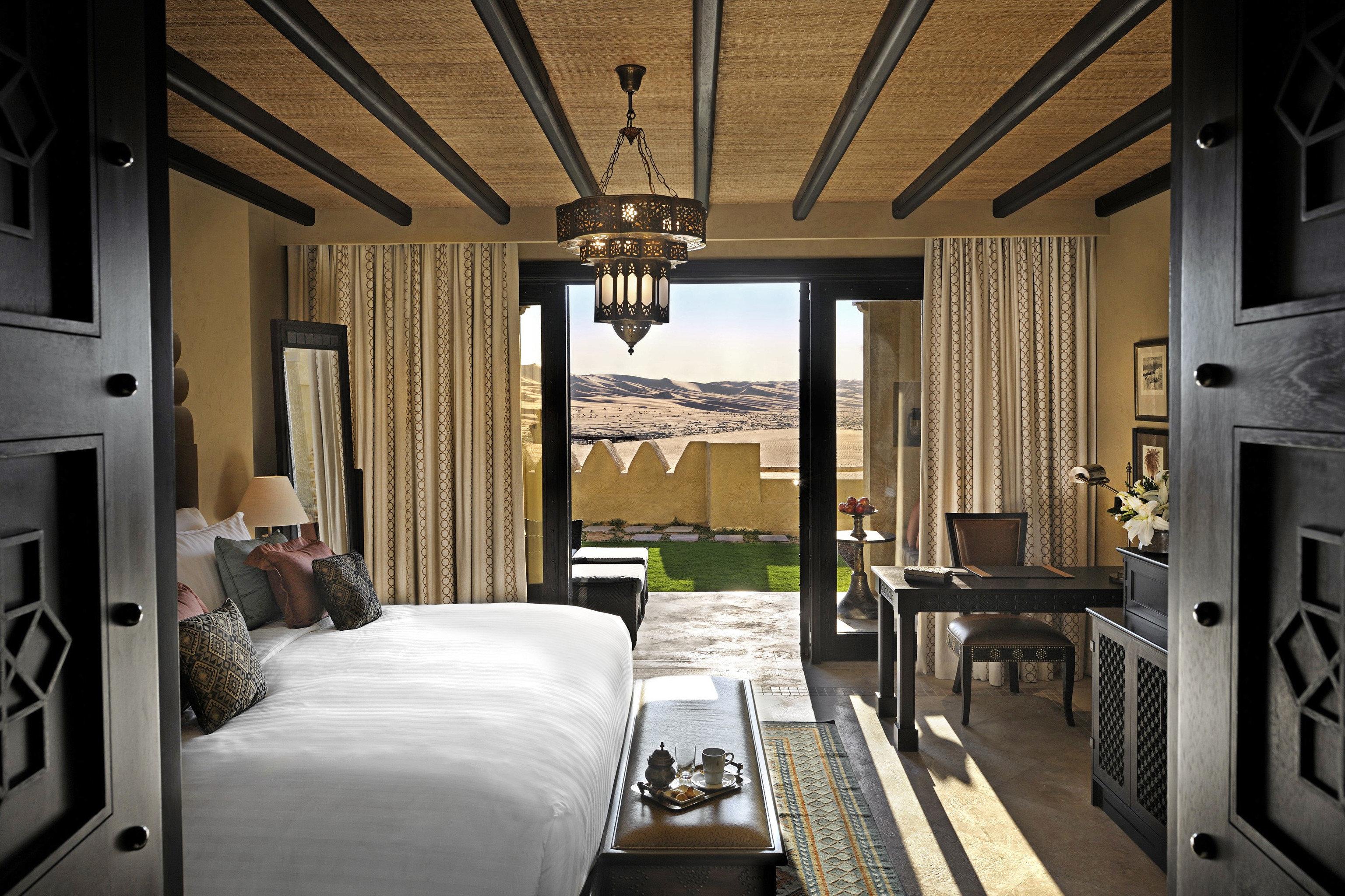 Bedroom Elegant Luxury Modern Scenic views Suite property home house living room cottage mansion condominium farmhouse