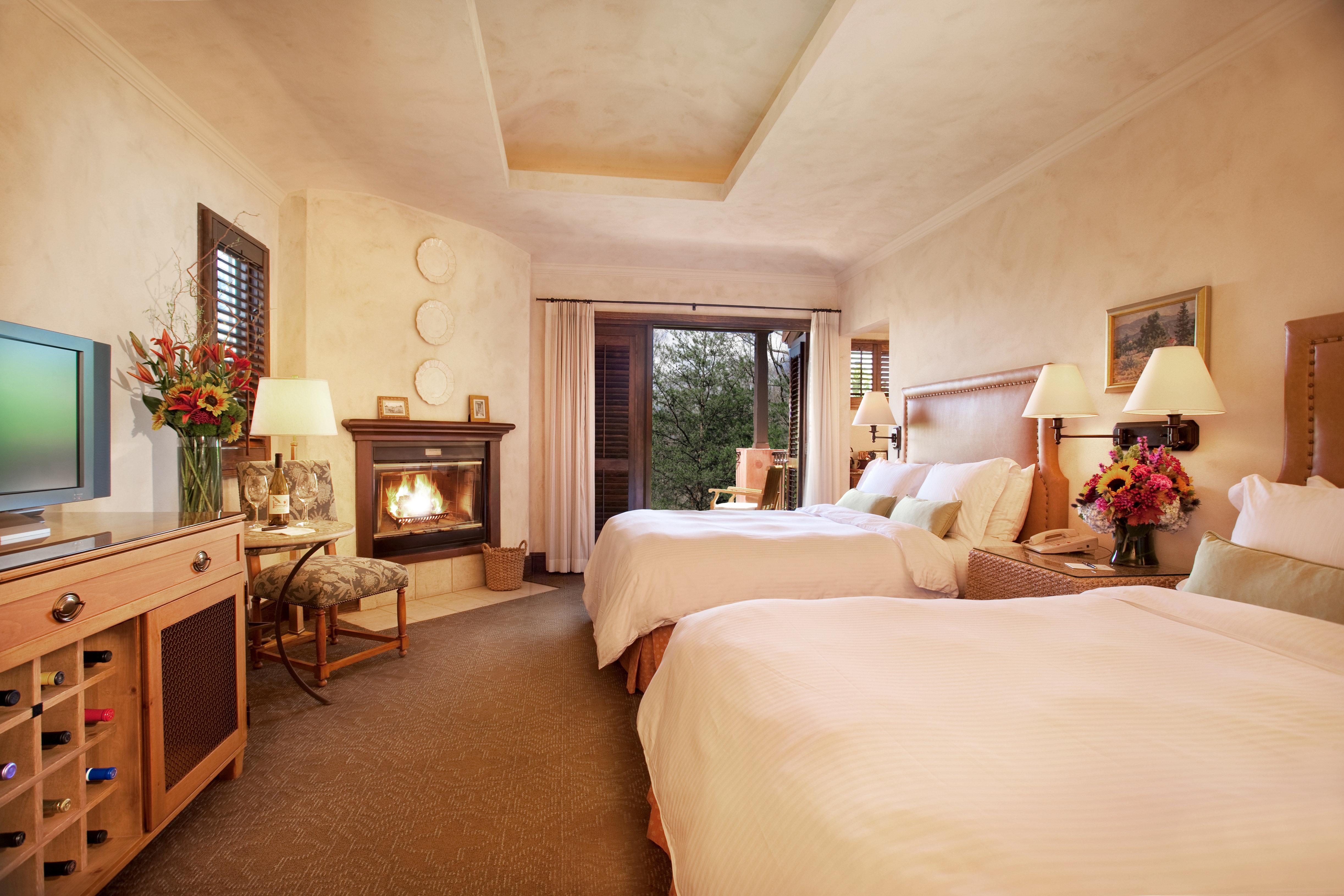 Bedroom Elegant Luxury Modern Suite property home house living room cottage Villa farmhouse mansion