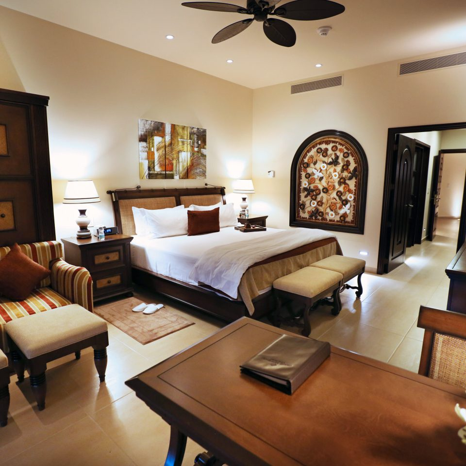Bedroom Elegant Luxury Modern Resort Scenic views Suite property living room home cottage Villa