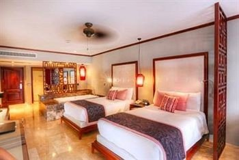 Bedroom Elegant Luxury Patio Scenic views Suite property cottage Villa Resort