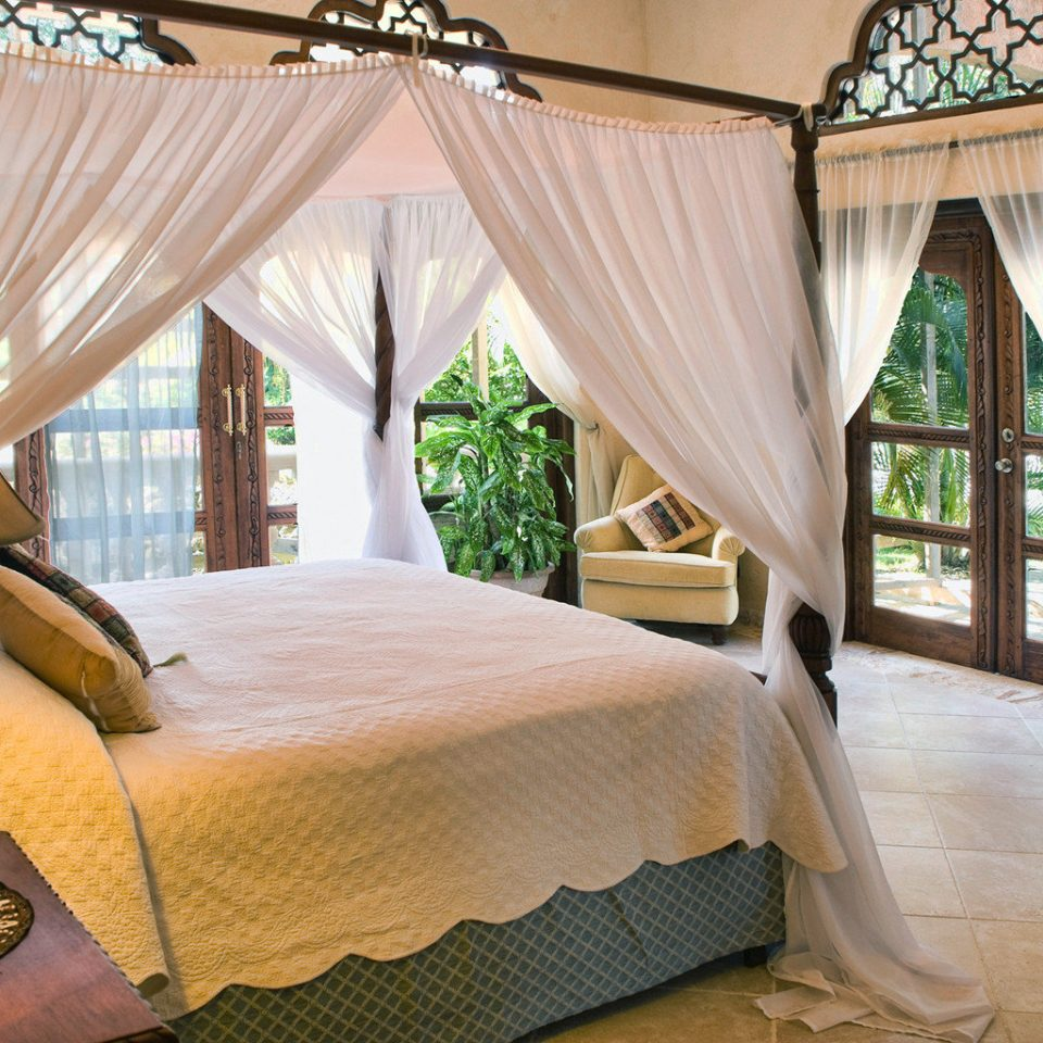 Bedroom Elegant Luxury Patio Rustic Scenic views Suite property Resort Villa cottage