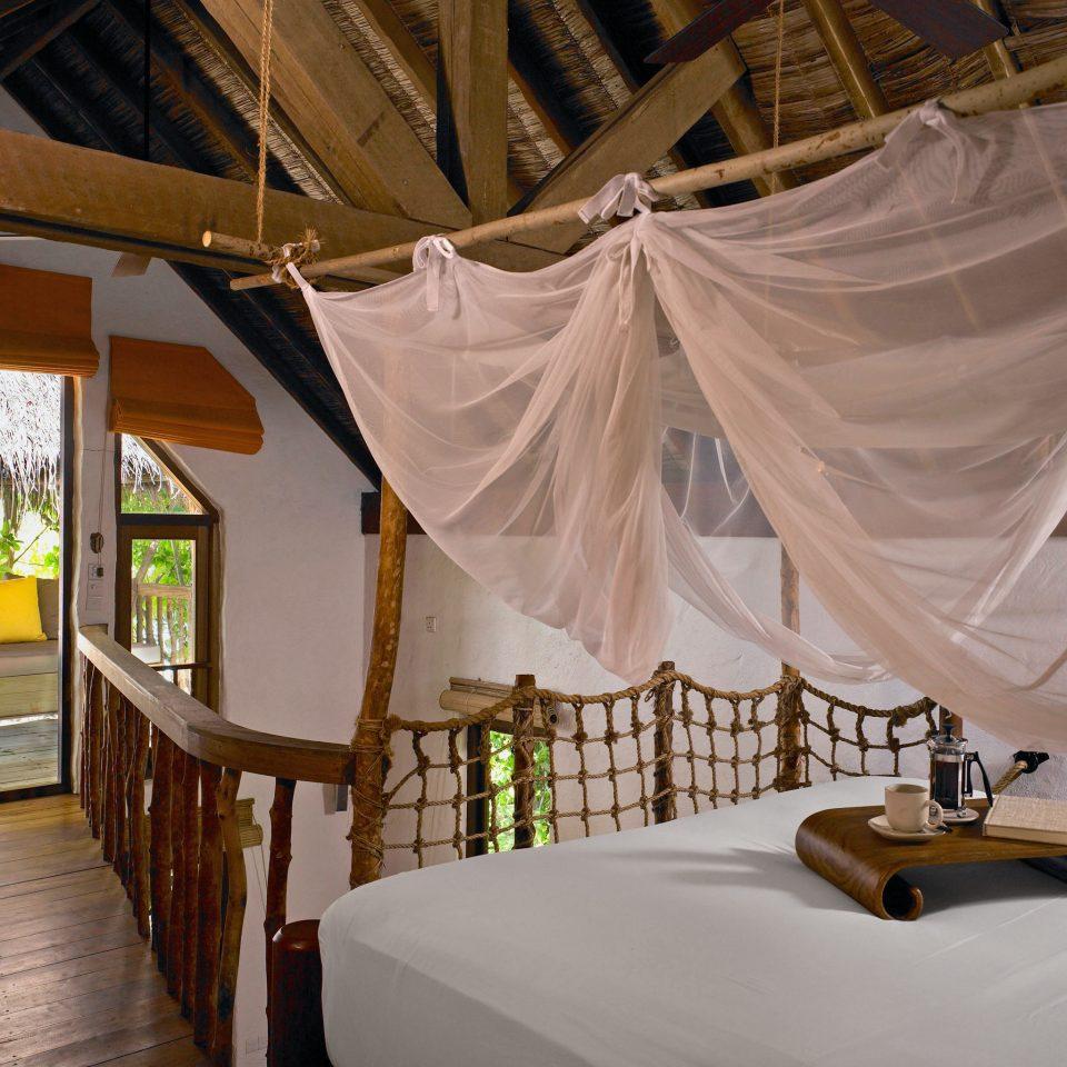 Bedroom Elegant Luxury Romantic Suite mosquito net tent Resort