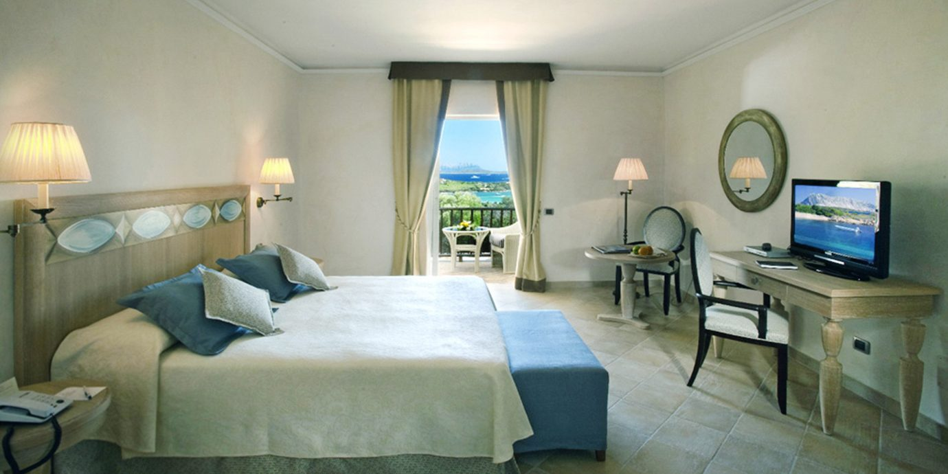 Bedroom Elegant Luxury Romantic property building home Suite cottage living room Villa condominium lamp