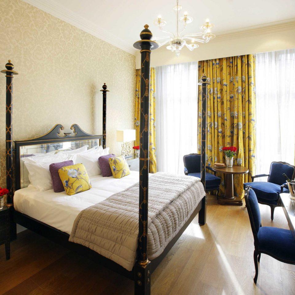 Bedroom Elegant Luxury Romantic Suite property cottage Villa condominium living room