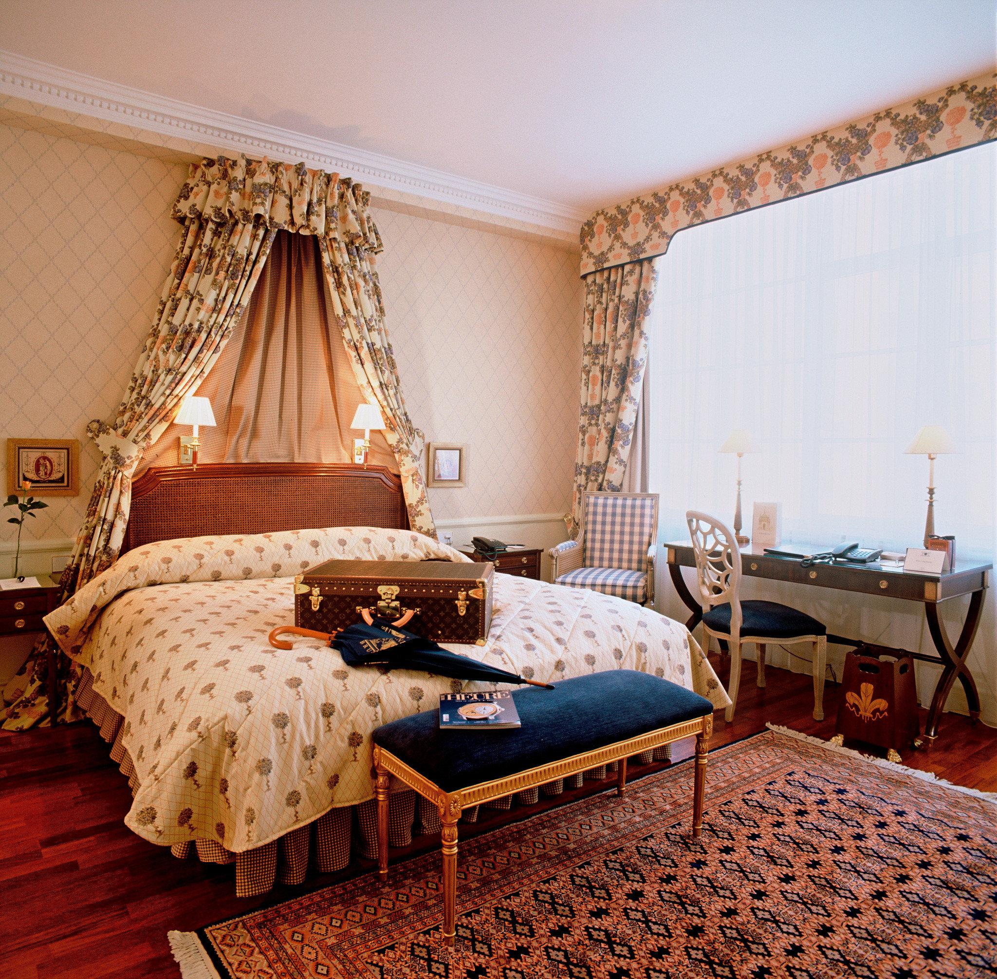 Bedroom Elegant Luxury Romantic Suite property cottage bed sheet Villa living room