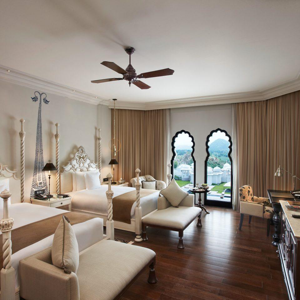 Bedroom Elegant Luxury Scenic views Suite property living room home lighting condominium