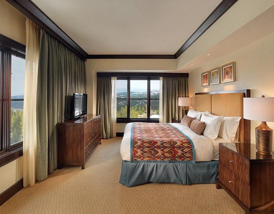 Bedroom Elegant Luxury Suite property home condominium cottage living room
