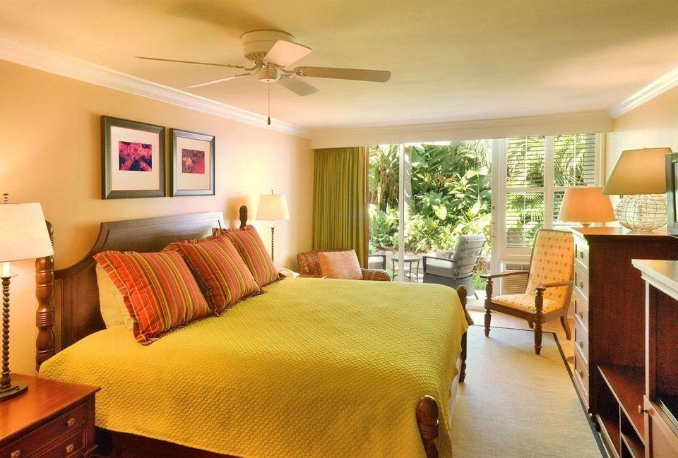 Bedroom Elegant Luxury Suite property living room cottage condominium lamp