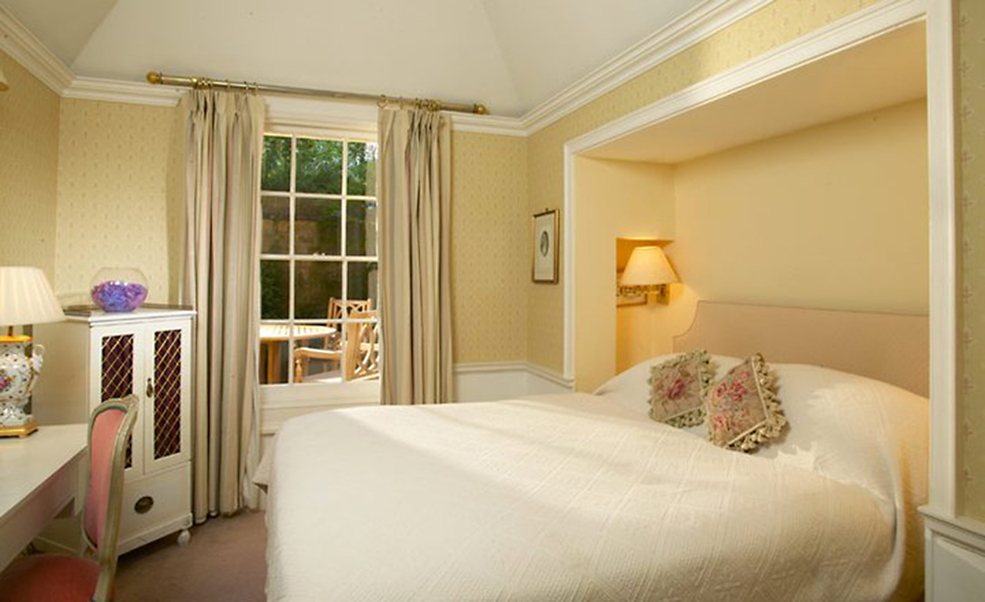 Bedroom Elegant Luxury Suite property home cottage living room