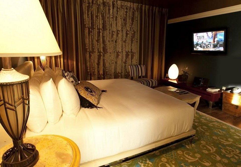 Bedroom Elegant Luxury Suite property cottage Villa lamp