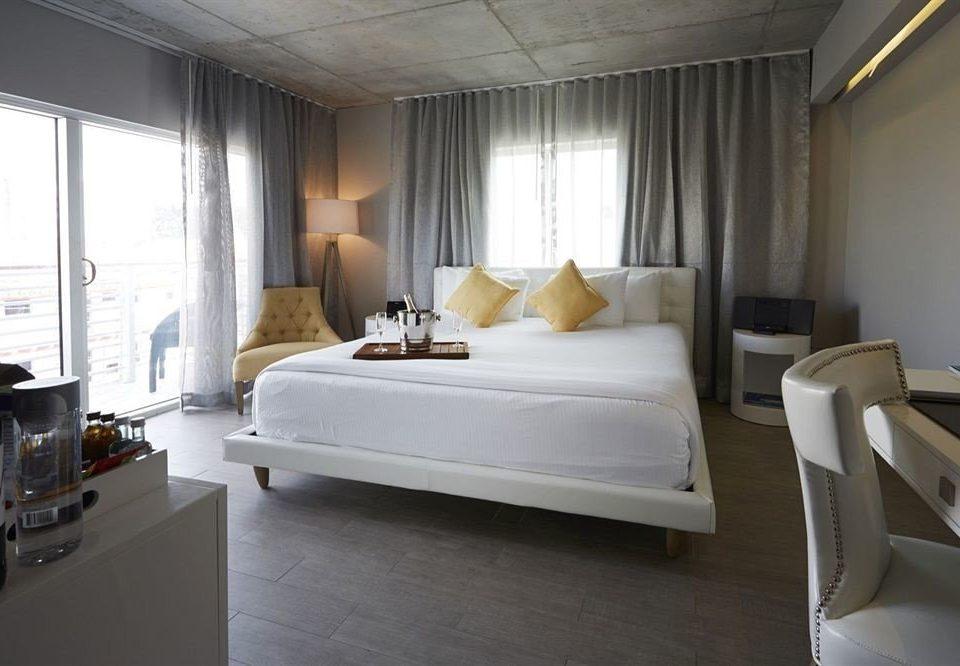 Bedroom Elegant Luxury Suite property living room home yacht condominium vehicle