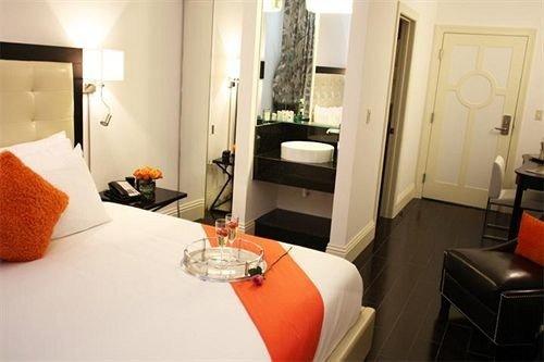 Bedroom Elegant Luxury Suite property orange living room home cottage condominium