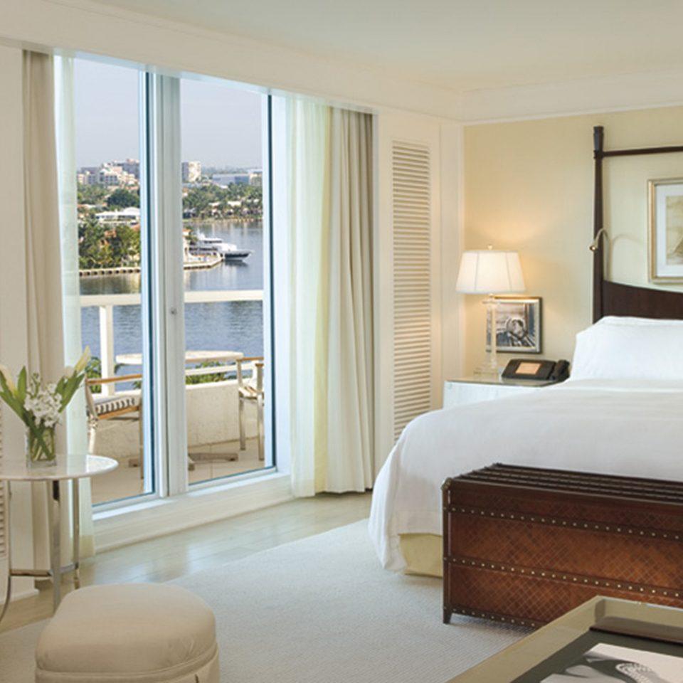 Bedroom Elegant Scenic views Suite sofa property living room home cottage condominium flat Modern