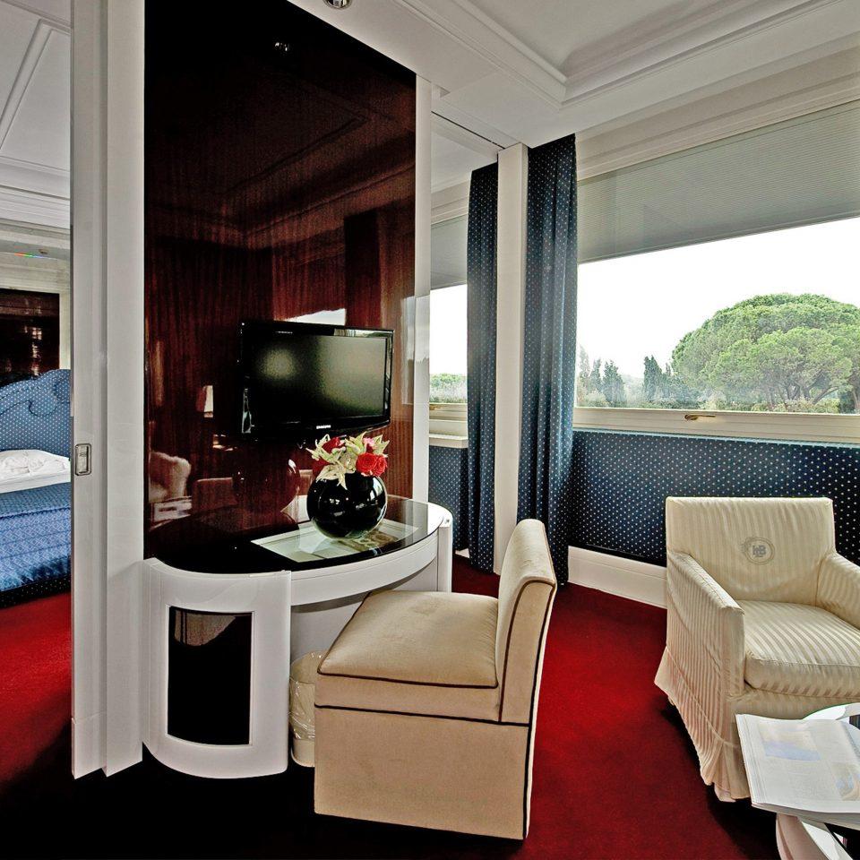 Bedroom Elegant Scenic views Suite property home house living room condominium Modern