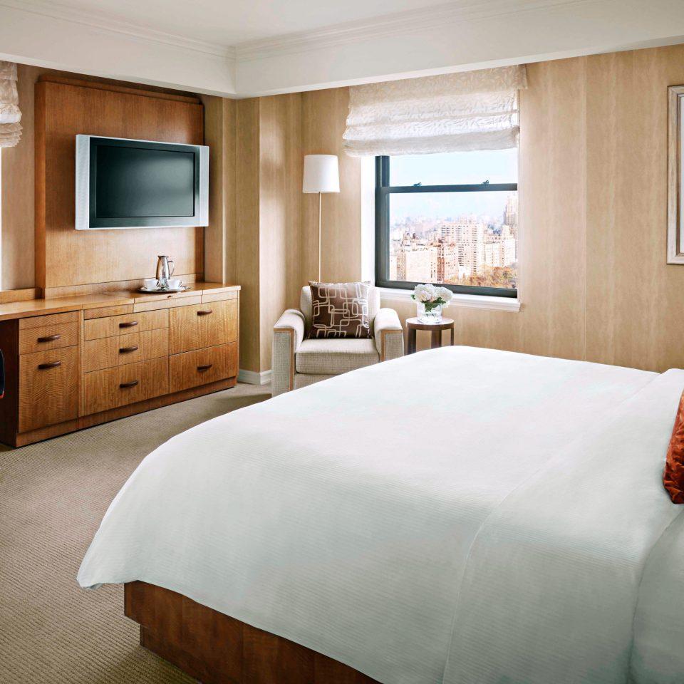 Bedroom Elegant Modern Suite sofa property home hardwood living room bed sheet cottage