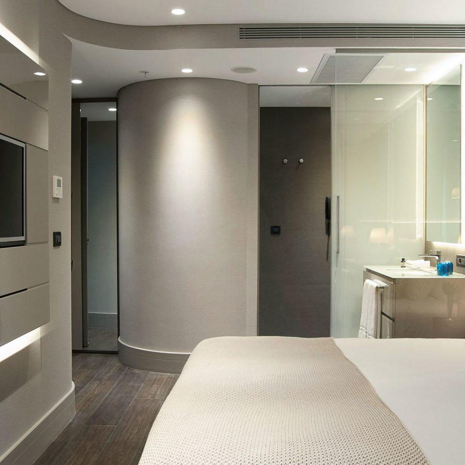 Bedroom Elegant Modern property Suite clean