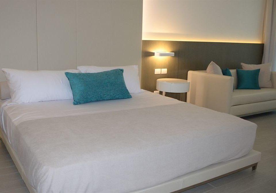 Bedroom Elegant Modern Suite property bed sheet pillow bed frame cottage night lamp