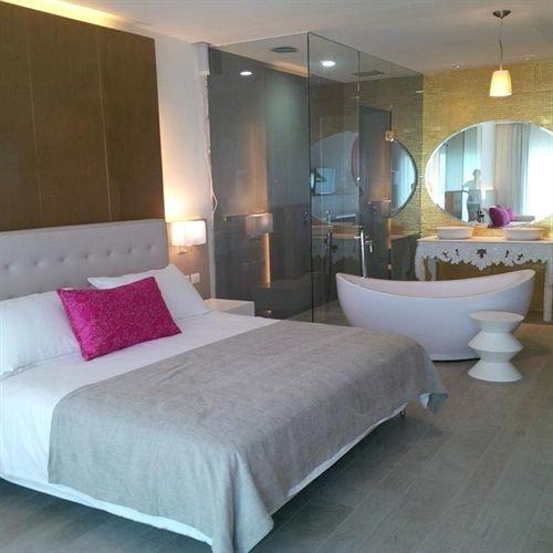 Bedroom Elegant Modern Suite property yacht bed sheet